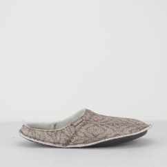 CLASSIC CABLE KNIT SLIPPER Unisex Mule Slippers Stucco/Walnut