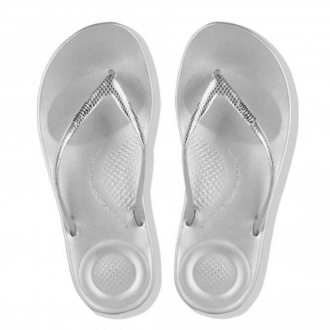 2259316f76755 FitFlop iQUSHION ERGONOMIC MIRROR M17-300 Flip Flops Silver