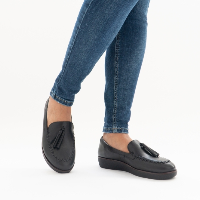 fitflop loafers black
