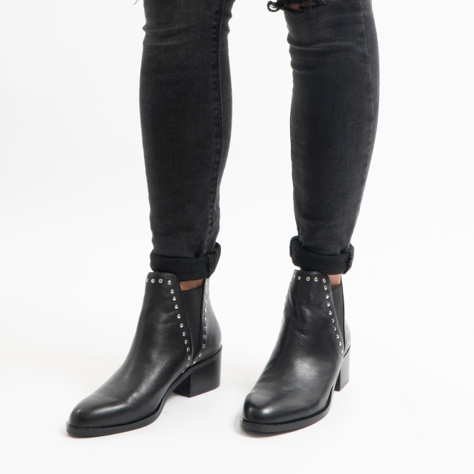 steve madden black leather ankle boots